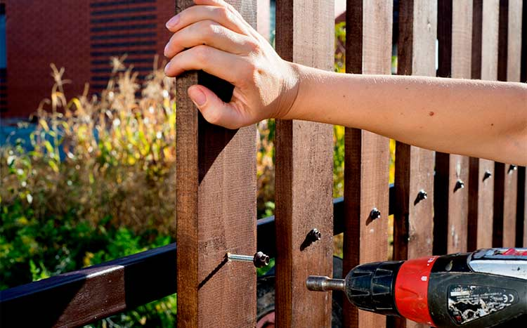 Tips on hiring a fencing contractor work in progress